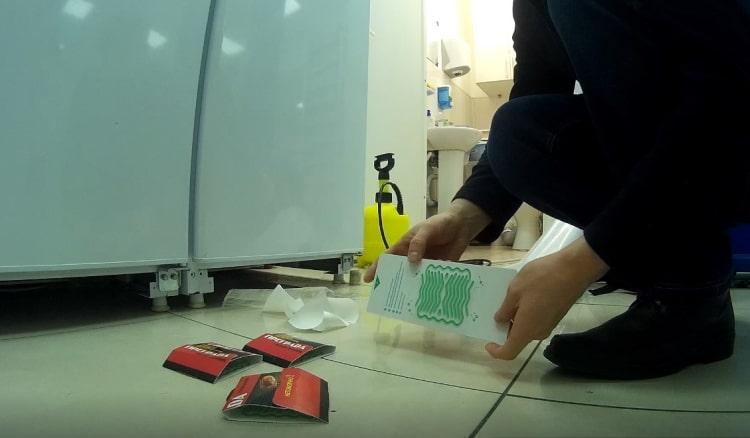 Размещение клеевых мониторов (средство отлова тараканов)